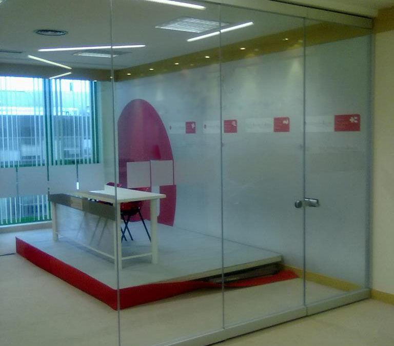 Instalación en Oficina de Cristal